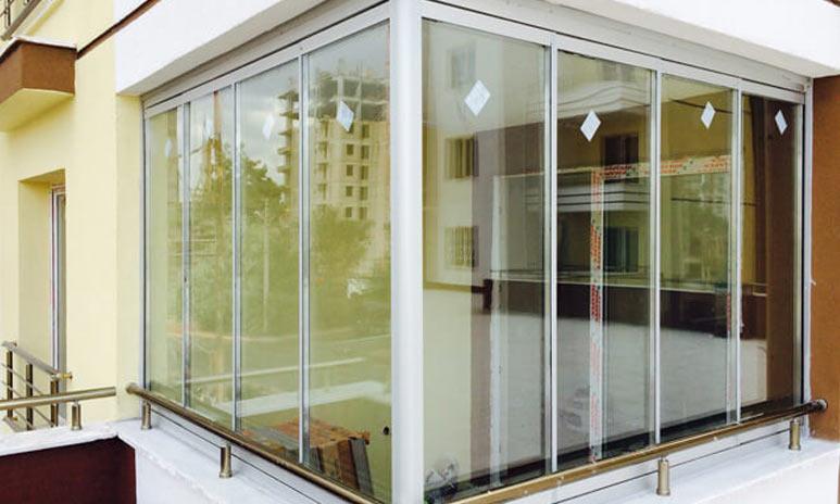 از بهترین متریالها برای ساختن انواع بالکن شیشهای پنجره یو پی وی سی است
